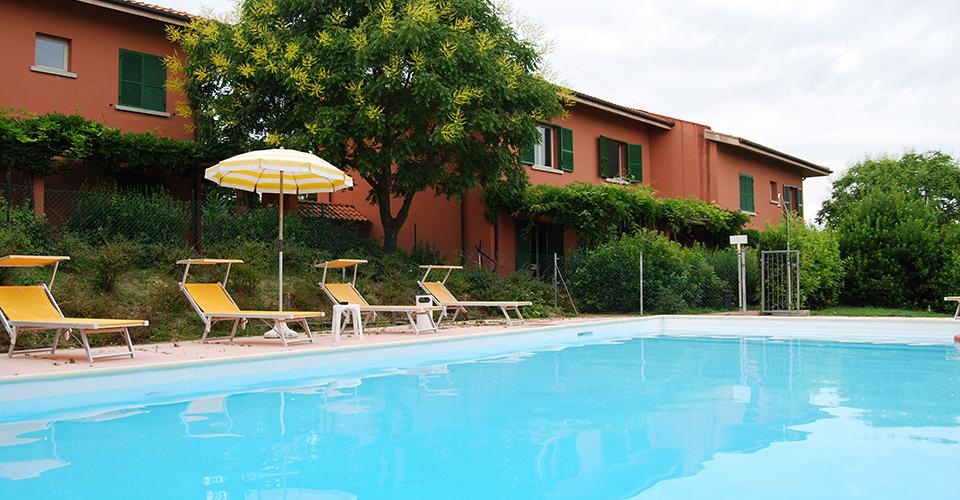 Villa alta residence colle dei pini riccione - Residence riccione con piscina ...